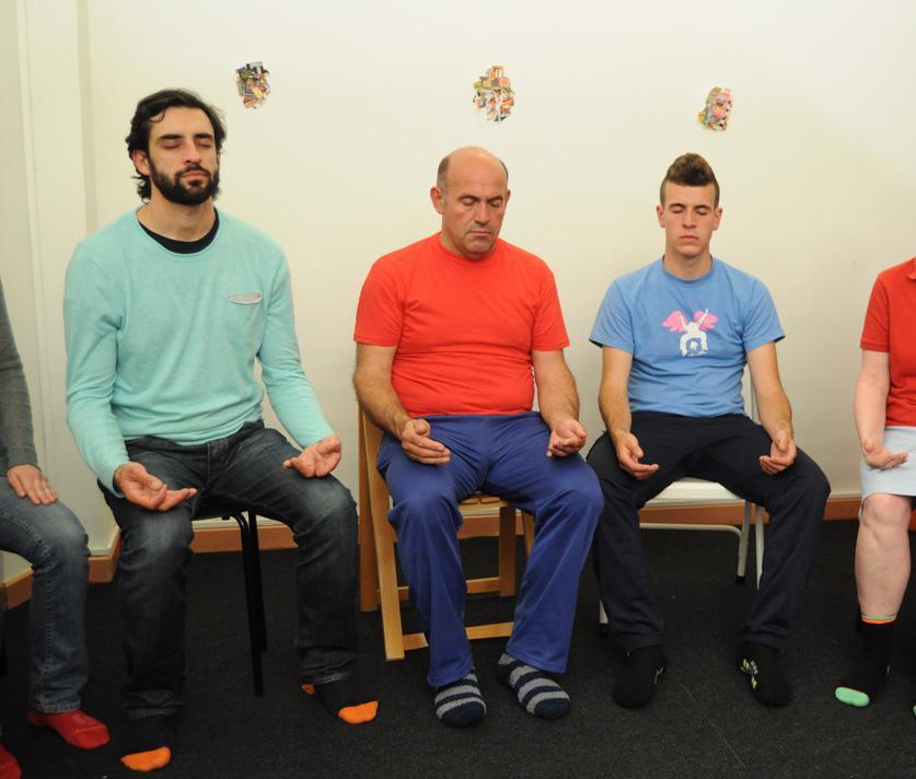 reiki-cursos-sesiones_8371_meditan